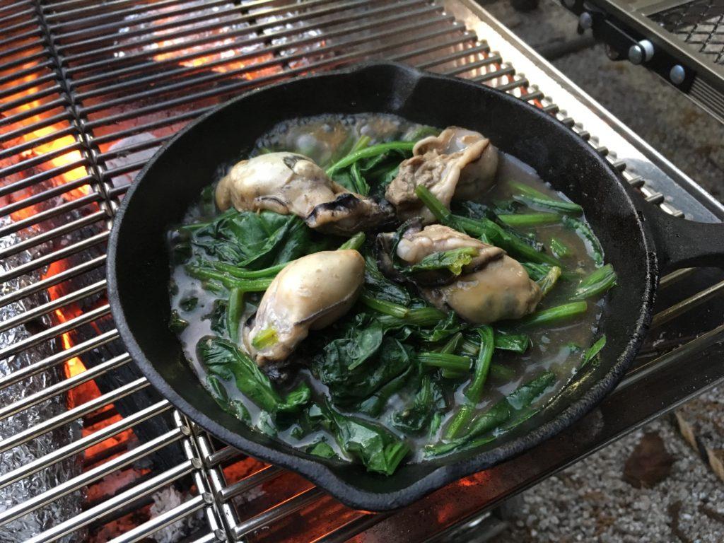 [キャンプご飯]ほうれん草とカキの炒め物